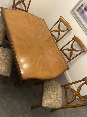 Lexington Liz Claiborne table w/ 6 chairs and server for Sale in Oxford, FL