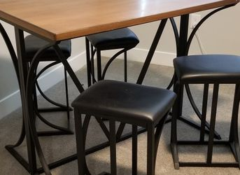 Wood Dining Table With 4 Black Chairs for Sale in Kissimmee,  FL