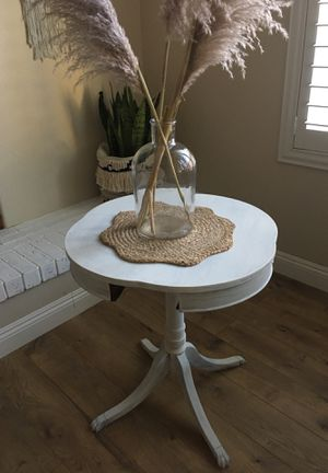 CUTE ANTIQUE SIDE TABLE for Sale in Temecula, CA