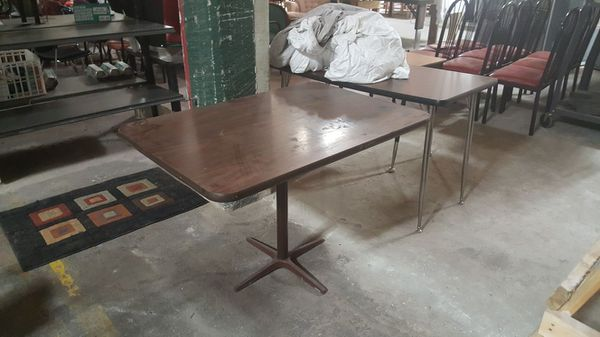 Restaurant Table w / metal base