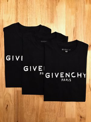 Givenchy shirt for Sale in Wesley Chapel, FL
