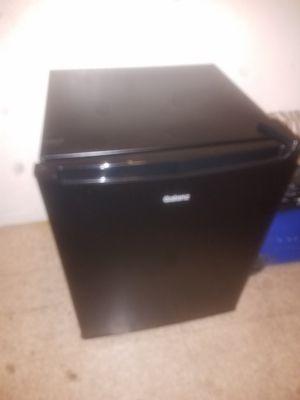 Galanz mini black fridge with small pocket freezer for Sale in Las Vegas, NV