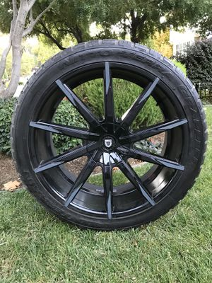 Lexani Rims with Nitto Terra Grappler Tires P305/35/R24 for Sale in Los Gatos, CA