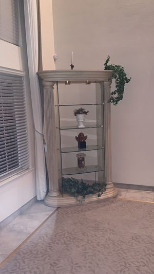 Columned shelf for Sale in Madera, CA