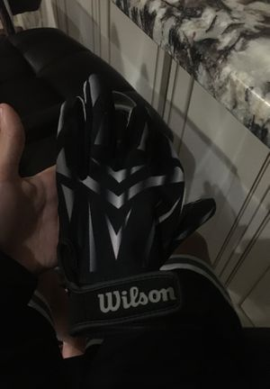 Wilson foot ball glove for Sale in Pompano Beach, FL