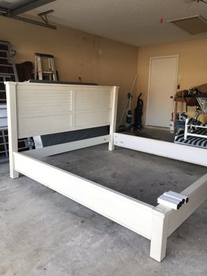 King ethen Allen bed frame for Sale in Spring Hill, FL