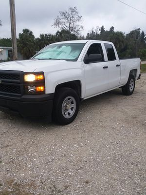 2014 chevy Silverado for Sale in NO FORT MYERS, FL