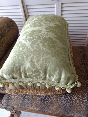 2 beautiful green pillows for Sale in West Palm Beach, FL