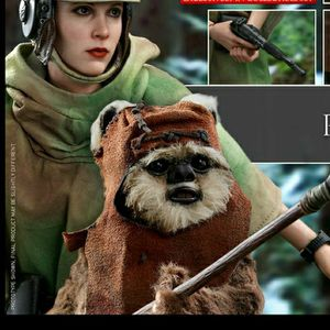Hot Toys Star Wars Princess Leia & Wicket 1/6 Scale Figure MMS551 for Sale in West Covina, CA