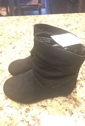 Brand new Faded Glory girl toddler suede boots sz 7c for Sale in Aubrey, TX