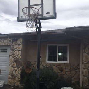 Lifetime Adjustable Basketball Hoop for Sale in La Mesa, CA