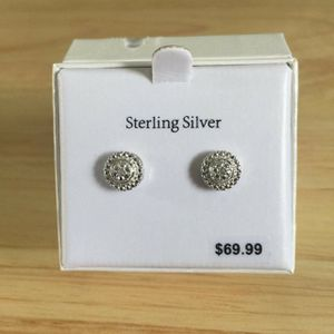 Diamond earrings shipping only no pickup .006ct for Sale in Miami Lakes, FL