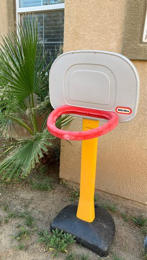 Basketball hoop for Sale in Palmdale, CA