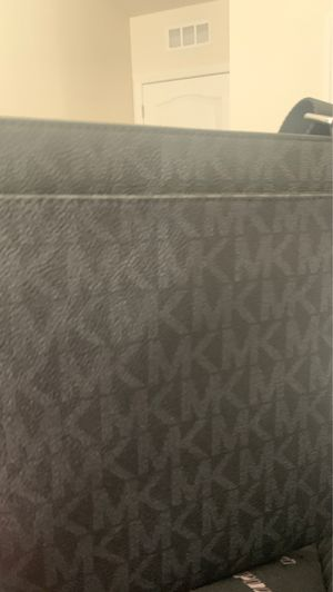 Michael Kors messenger bag for Sale in Kissimmee, FL