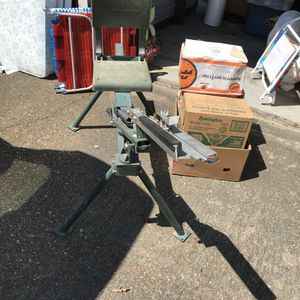 Do all skeet thrower bench with 5 boxes of skeet's for Sale in Greenville, MS