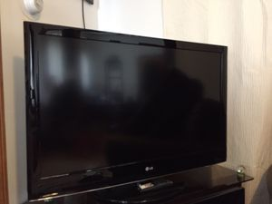 """42"""" LG LCD Tv 1080p, in Excelent Condition ,Barelly Used !!! for Sale in Lynn, MA"""