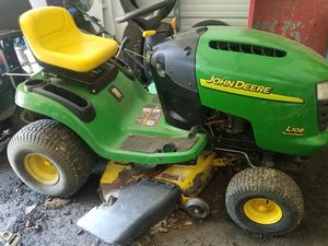 """John Deere 42"""" L108 Riding Lawn Tractor Mower with Bagger for Sale in Apollo, PA"""
