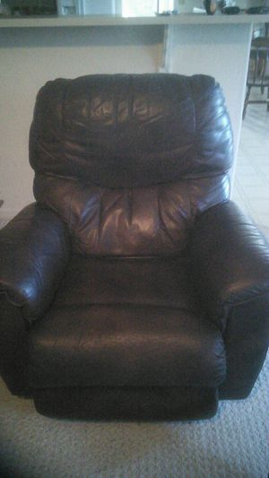 Overstuffed leather recliner for Sale in Heber-Overgaard, AZ