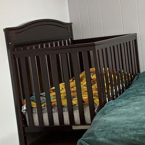 Almost New Baby Crib With Mattress for Sale in Brooklyn, NY