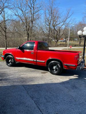 1999 chevy s10 pickup for Sale in Chicago Heights, IL