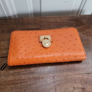 Michael Kors Large Leather Wallet for Sale in Jackson Township, NJ