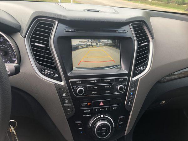 2017 Hyundai Santa Fe 7 passengers. In very good condition