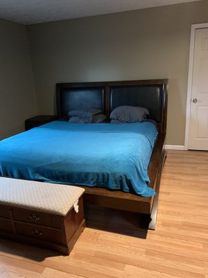 King platform bed frame for Sale in Lawrenceville, GA