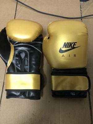 Boxing gloves 16oz for Sale in Newark, NJ