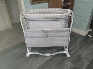 Babt bassinet for Sale in Fresno, CA