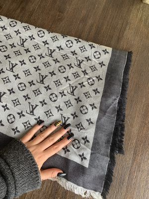 Louis Vuitton monogram shawl/scarf for Sale in Miami, FL