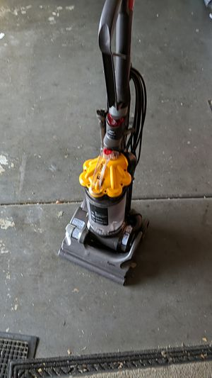Dyson DC33 for Sale in Moreno Valley, CA