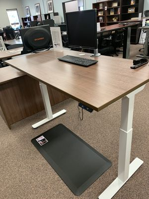 Walnut sit-stand office desk for Sale in Portland, OR