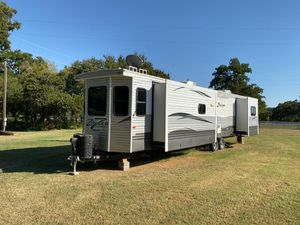 LIKE NEW Zinger Camper for Sale in Pilot Point, TX