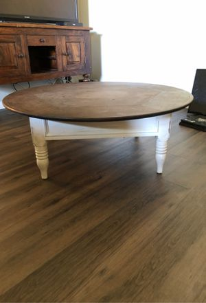 Shabby chic round coffee table for Sale in Claremont, CA