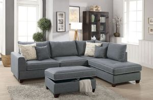 "Sectional sofa storage ottoman included/ reversible chaise 105""x75"" for Sale in La Cañada Flintridge, CA"