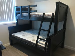 SOLID WOOD TWIN OVER FULL BUNK BED (MATTRESS INCLUDED) for Sale in Gardena, CA