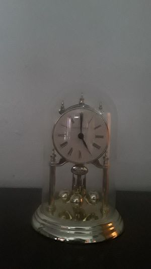 Antique Howard Miller Clock with glass top for Sale in Fresno, CA