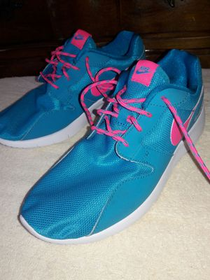 Nike running shoes size 6 for Sale in Pittsburgh, PA