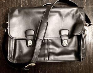 COACH MESSENGER MENS BAG for Sale in Dallas, TX