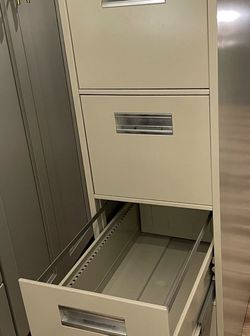 Metal File Cabinet for Sale in Tigard,  OR