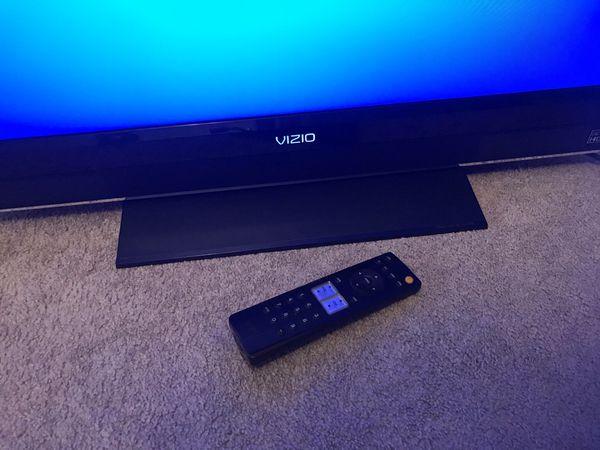 32 Inch VIZIO TV With Stand And Remote
