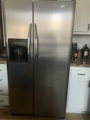 Frigidaire professional series side by side refrigerator with ice maker for Sale in Denver, CO