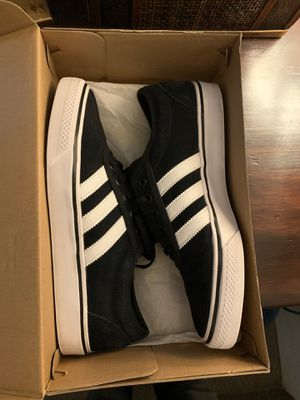 Size 9 adidas(ADI-EASE)shoes for Sale in Hemet, CA
