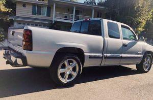 2001 Chevy Silverado excellent condition for Sale in Detroit, MI