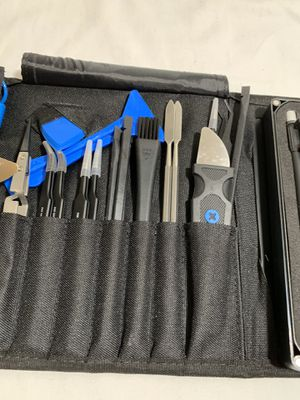 IFIXIT ELECTRONICS TOOL SET WITH EXTRAS FOR ANY ELECTRONICS LIKE IPHONE MACBOOK SAMSUNG ETC for Sale in San Jose, CA