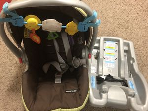 Graco sungride infant car seat with base. for Sale in Nashville, TN