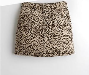 Ultra High-Rise Leopard Print Denim Skirt (size 00) for Sale in Mastic, NY
