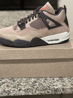 Air Jordan 4 Taupe Haze Size 10.5 for Sale in Orlando,  FL