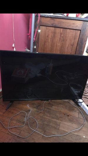 32 INCH INSIGNIA TV (60 bucks it's yours!! $$$$) for Sale in Columbus, OH