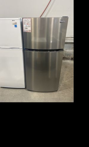 Frigidaire stainless steel top/bottom fridge #915 for Sale in South Farmingdale, NY